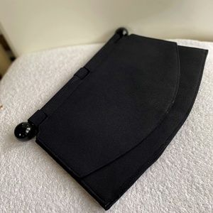 Vintage flat clutch with detail